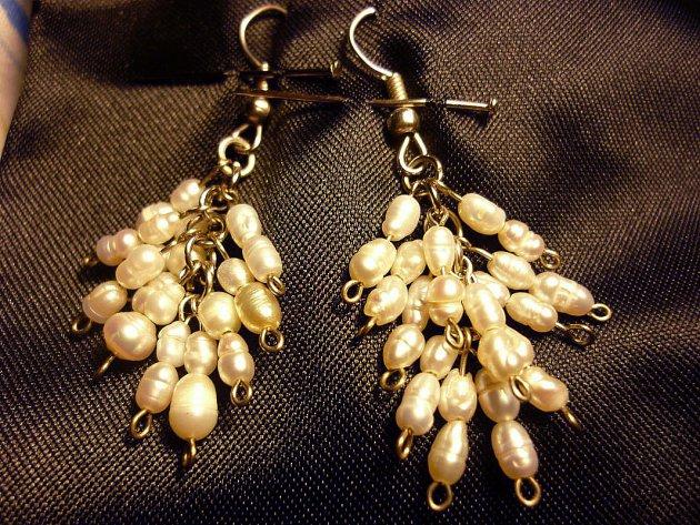12d726705b8b Aros hechos en perlas de río